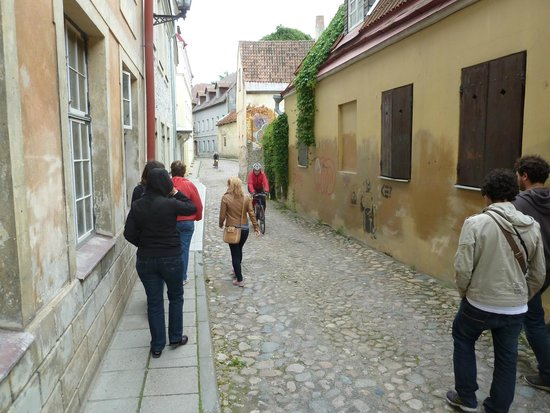 Tallinn Free Tour : following the guide Aurelia