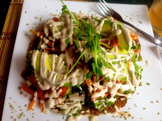Mantras Veggie Cafe and Tea House: Raw PIzza