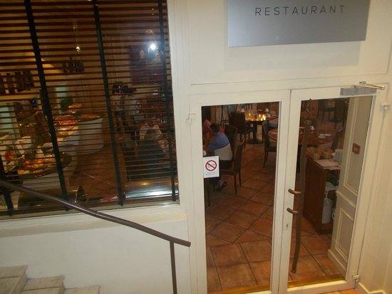 Best Western Le Galice Centre-Ville: вход в ресторан