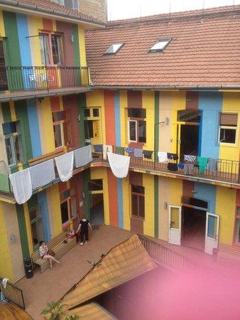 Casa De La Musica Hostel: Cortile interno