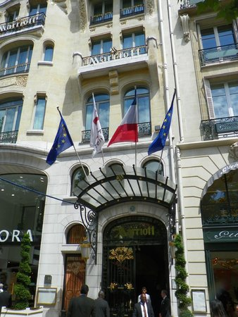 Paris Marriott Champs Elysees Hotel: Outside of the Marriott