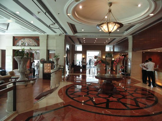 Sheraton New Delhi: Hotel Entrance going out