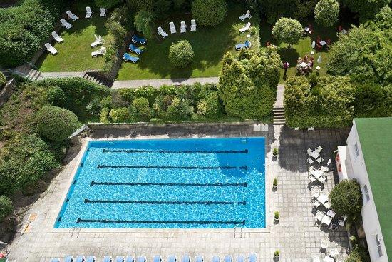 NH Hesperia Santiago Peregrino: Swimming pool