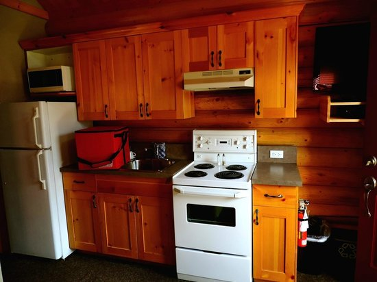 Pocahontas Cabins : Kitchen/living room