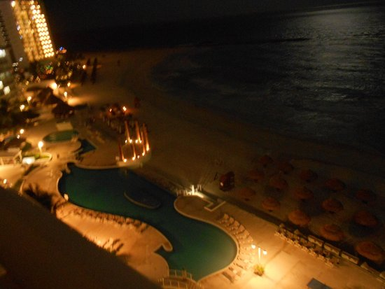 Krystal Grand Punta Cancun: Vista nocturna