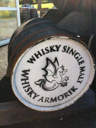 Distillerie Warenghem : Tonneau à l'entrée