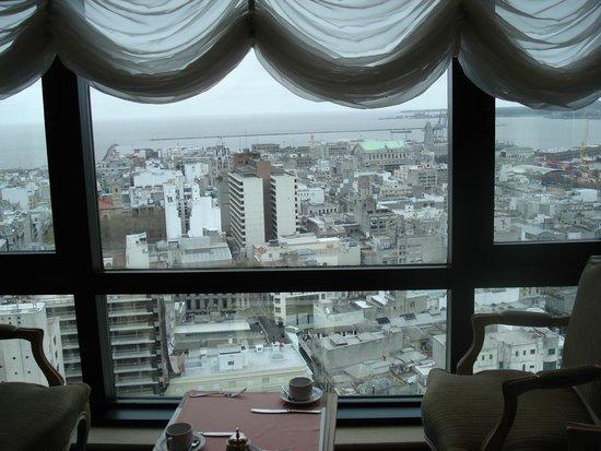 Radisson Montevideo Victoria Plaza Hotel: Vista do Porto