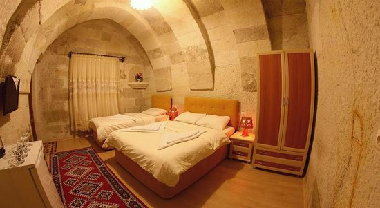 Falcon Cave Suites: Twin Bed