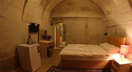Falcon Cave Suites: Double room