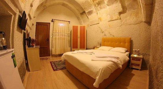 Falcon Cave Suites: Doouble Bed