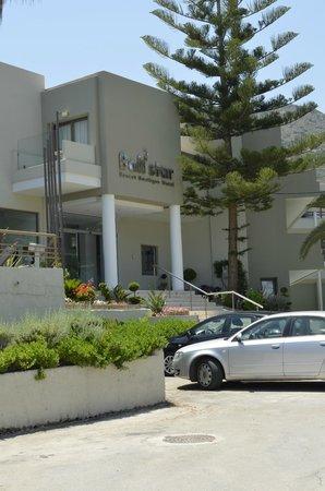 Bali Star Hotel: главный вход в отель