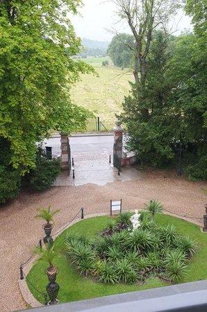Les Jardins d'Épicure : La vue depuis une fenêtre, l'entrée