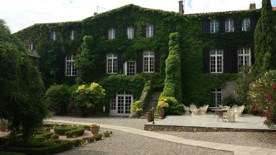 Hotellerie du Chateau de Floure : View from the garden