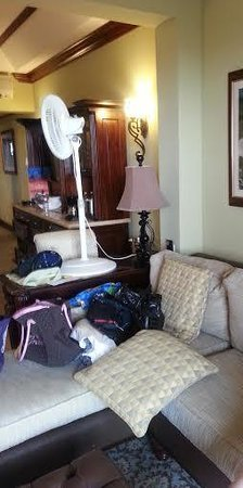 Sandals Royal Caribbean Resort and Private Island: Fan on desk because of broken AC