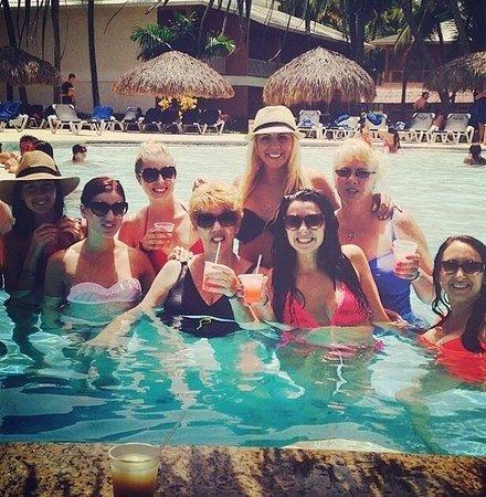 Grand Palladium Palace Resort Spa & Casino : Pool bar