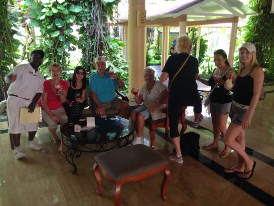 Grand Palladium Palace Resort Spa & Casino : Lobby bar