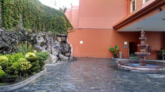 Fiesta Inn Cuernavaca: Entrada principal del hotel