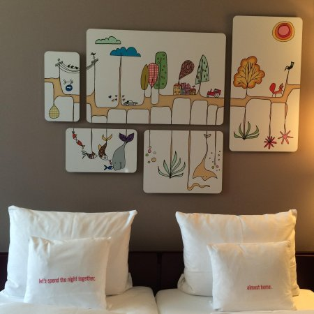 25hours Hotel Zürich West: Very nice and creative Wall Painting