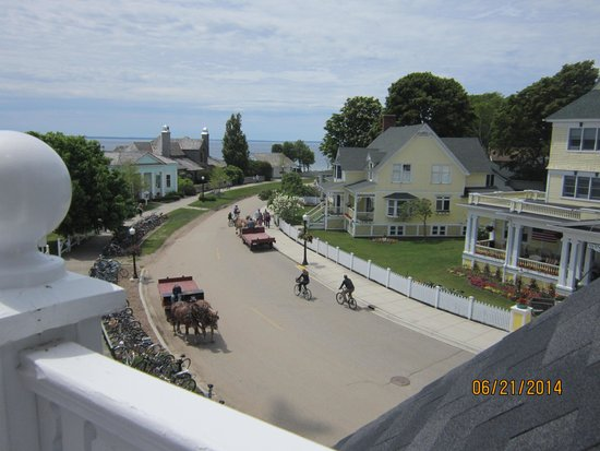 Hotel Iroquois: Street view from balcony
