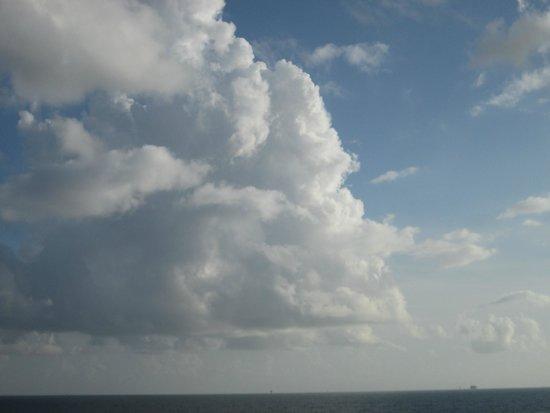 The Beach Club : Just the summer cumulonimbus