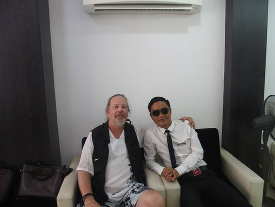 Hanoi Crystal Hotel : In the lobby with Mr. Thomas (a really hot day)