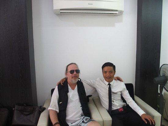 Hanoi Crystal Hotel: In the lobby with Mr. Thomas