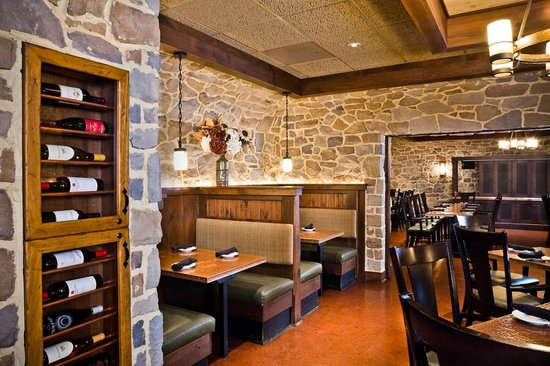 Loxley's: Cozy indoor dining