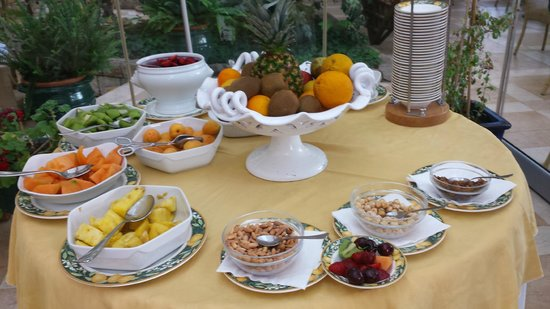 Hotel Alberi Del Paradiso : More Breakfast buffet - fruits