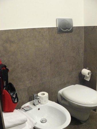 Residenza Borghese: fijne badkamer