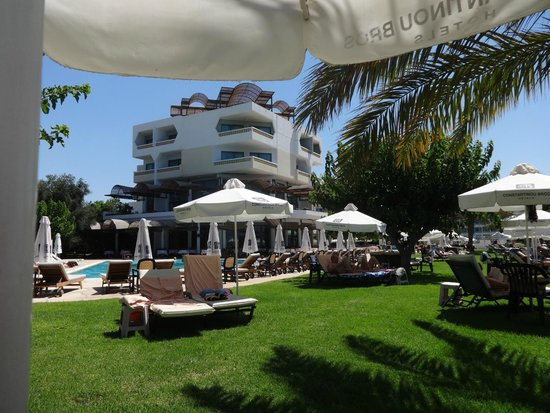 Constantinou Bros Athena Royal Beach Hotel: grounds