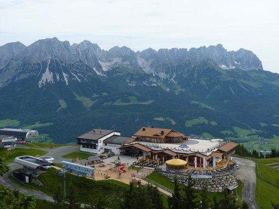 Ellmis Zauberwelt: Wilder Kaiser, Restaurant and train station