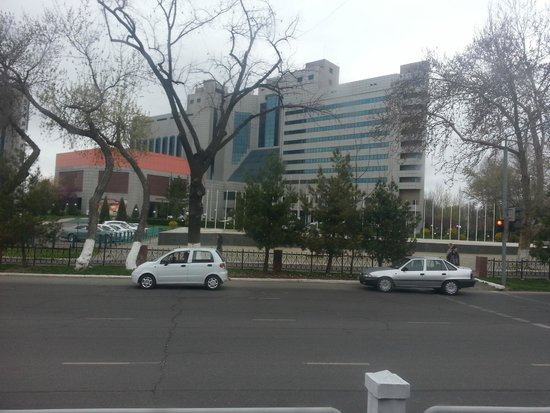 International Hotel Tashkent : Front View