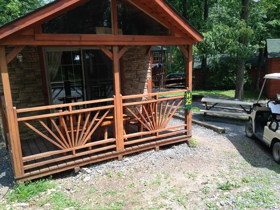Twin Grove RV Resort & Cottages: Deck on H cottage