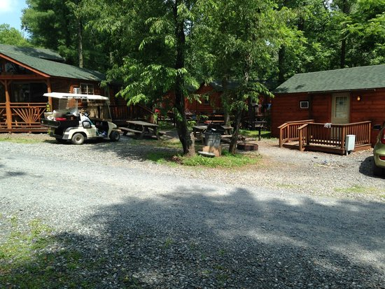 Twin Grove RV Resort & Cottages: H25 and H26