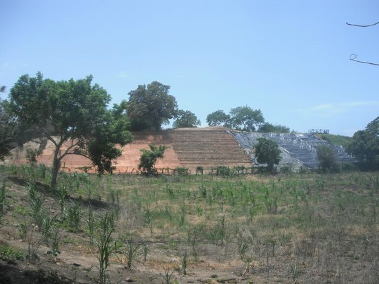 Xihuacan Museum and Archeological Site: PIRAMIDE Y SU ENTORNO NATURAL