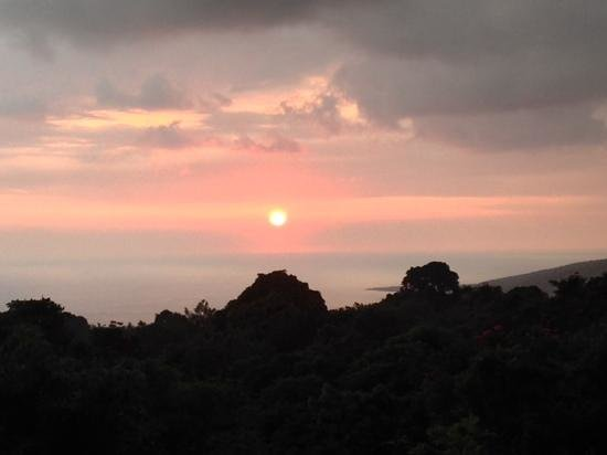 South Kona Hideaway : GORGEOUS  Sunsets Nightly...