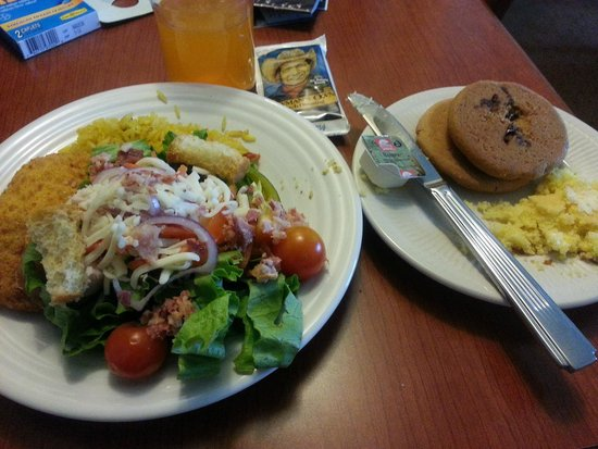 Homewood Suites by Hilton East Rutherford-Meadowlands: Dinner.  Cordon Bleu, corn bread, salad, yellow rice, peanut butter & chocolate chip cookies.
