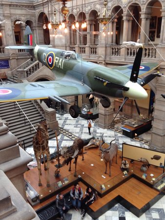 Kelvingrove Art Gallery and Museum: Cool view of Spitfire from balcony