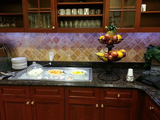 Homewood Suites by Hilton East Rutherford-Meadowlands: Fresh fruit, cut up fruit, yogurt, and boiled eggs.