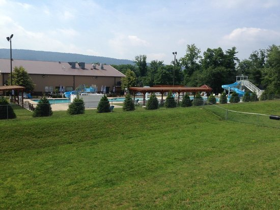 Twin Grove RV Resort & Cottages: Pool