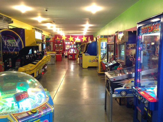 Twin Grove RV Resort & Cottages : Arcade with games that work!