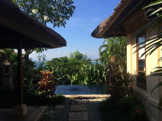 Four Seasons Resort Bali at Jimbaran Bay : Looking over plunge pool toward Jimbaran Bay