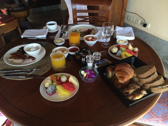 Four Seasons Resort Bali at Jimbaran Bay : Amazing room service breakfast