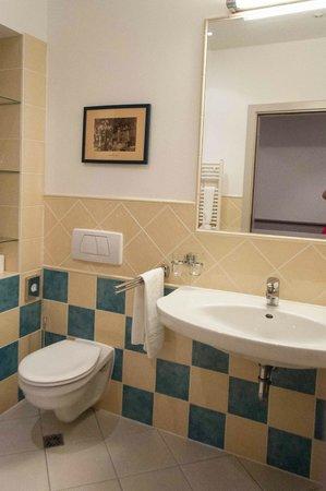 Mamaison Hotel Andrassy Budapest: bathroom