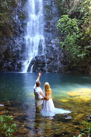 Hidden Valley Inn: Waterfall Weddings