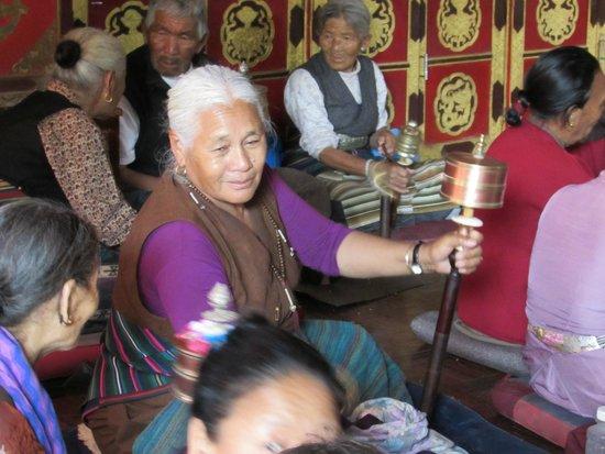 Boudhanath Stupa: Tibetaani in preghiera