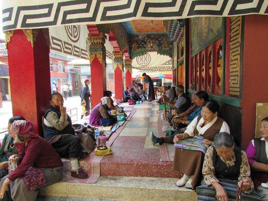Boudhanath Stupa: Tibetani in preghiera