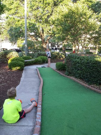 DoubleTree Resort by Hilton Myrtle Beach Oceanfront : Mini Golf