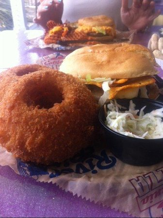 River City Cafe: Best burger and onions rings...EVER!