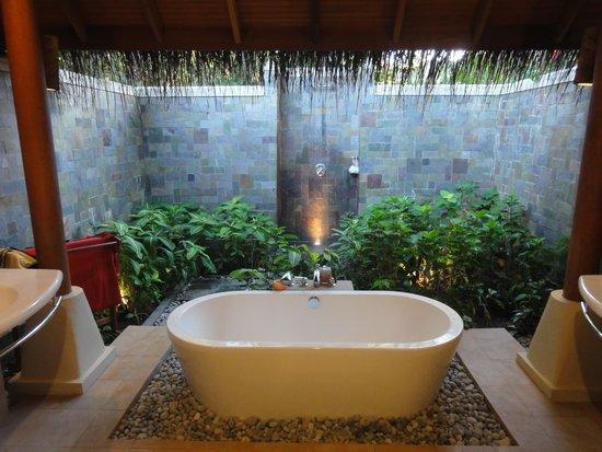Baros Maldives: Outdoor bathroom and shower